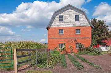 amish-barn-and-garden-david-arment
